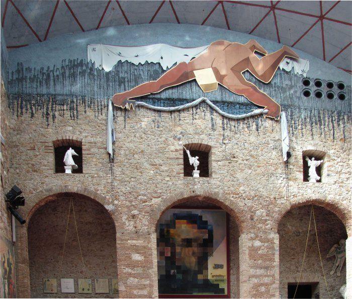 Испания. Музей Сальвадора Дали в г. Фигерасе