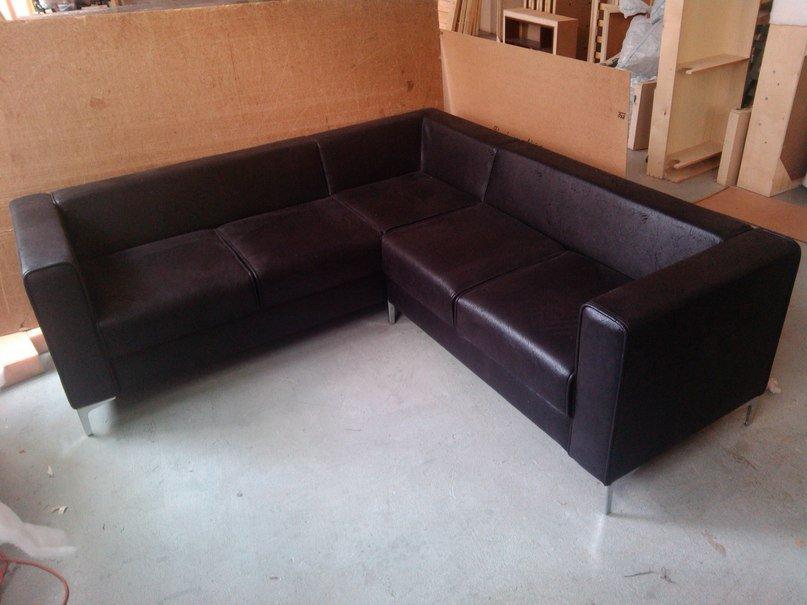 Офисный угловой диван — зона деловых переговоров